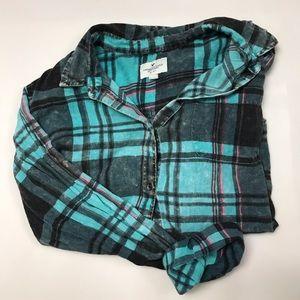 American Eagle lightweight flannel shirt